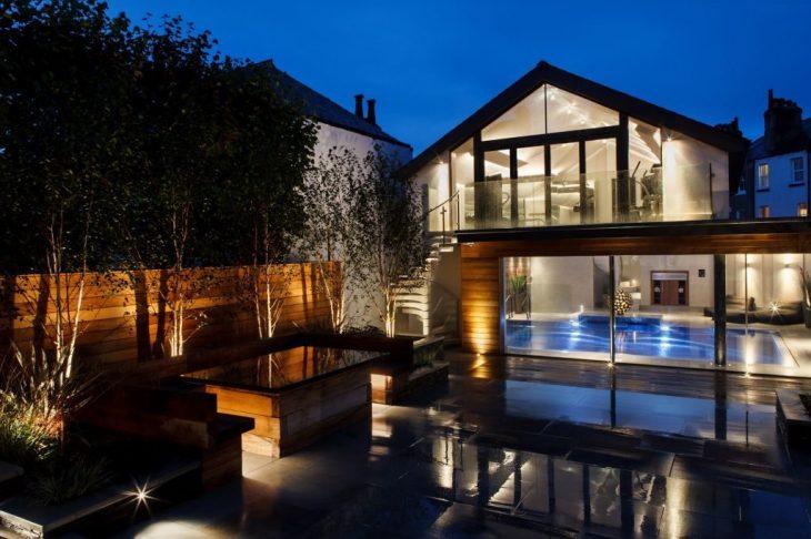 Декоративное освещение загородного дома
