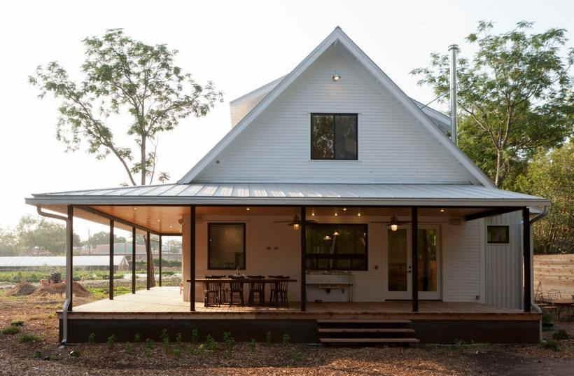 Идеи дизайна крыльца частного дома — 40 фото