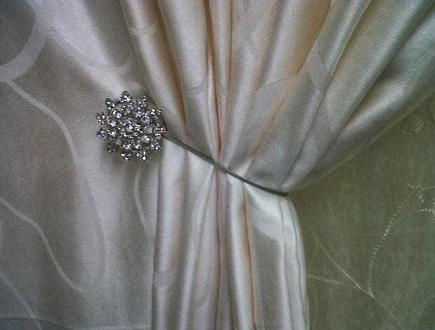 Как красиво собрать шторы магнитами: секреты эффектного декора в фото