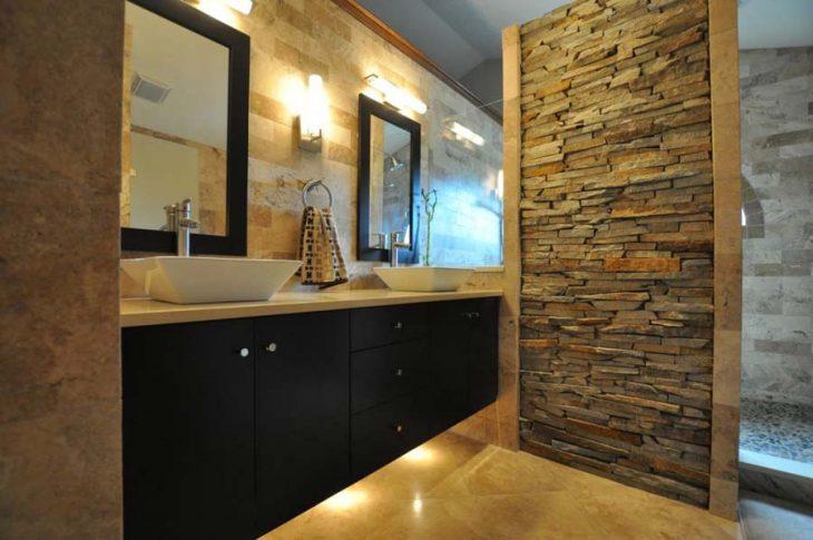 Красивый интерьер коттеджа — отделка гибким камнем