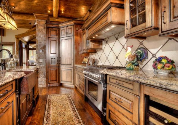 Кухня в стиле шале: отделочные материалы, аксессуары и меблировка, фото удачных дизайнов