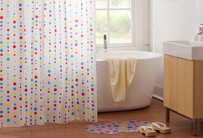Штора для ванной как стилеобразующий элемент дизайна в фото