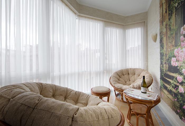 Шторы из вуали – изящное декорирование окна в фото