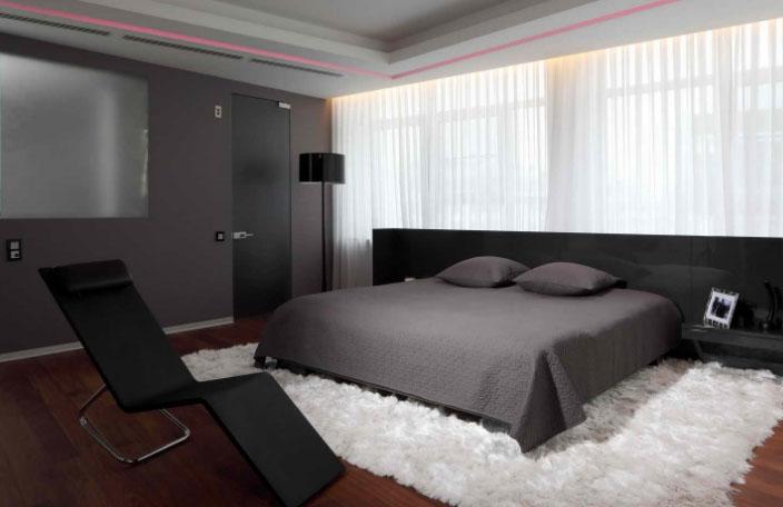 Советуют дизайнеры: как оформить помещение при помощи светлого тюля и темных штор в фото