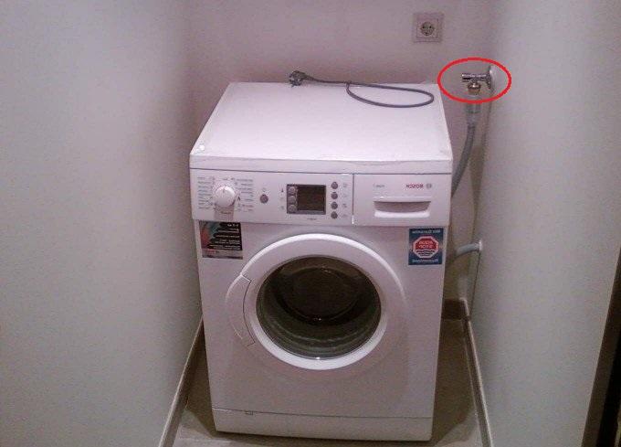 Стиральная машина набирает воду в выключенном состоянии в фото
