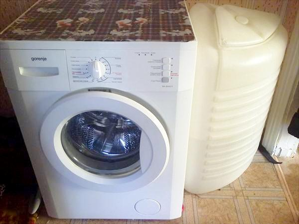 Стиральная машина с баком для воды в фото