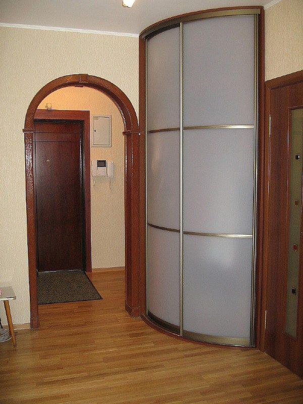 Угловой шкаф-купе в прихожую: встроенный, модульный, радиусный