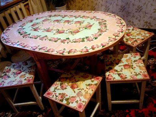 Варианты декупажа стола на кухне