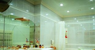 Натяжные потолки для ванной комнаты — оптимальный выбор.