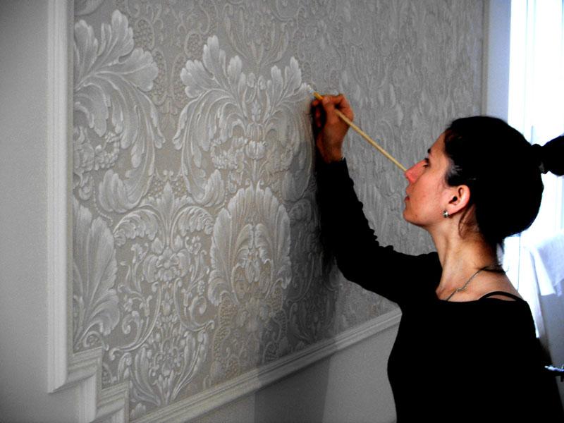 Как пользоваться фактурными красками для стен?